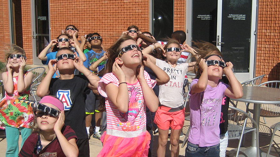 Astronomers and libraries working together during Eclipse 2017